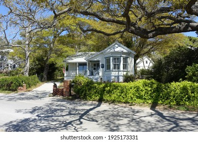 Southport, NC - April 2018: A White Cottage in a Southport, North Carolina Neighborhood