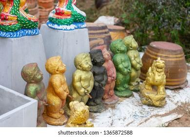 souvenir figurine peeing boy