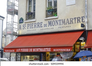 Souvenir paintings and art shop on Montmartre hill - PARIS / FRANCE - SEPTEMBER 25, 2016