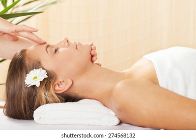Spa Treatment, Massaging, Wellbeing.
