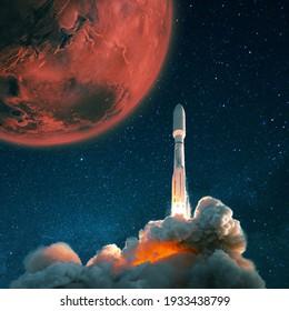 Raumschiff-Shuttle startet in den Sternenhimmel zum Mars. Erforschung und Siedlung des roten Planeten Mars, Konzept. Ein Raumschiff mit Rauch und Bast heben sich ins All ab.