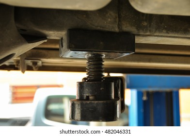 Spacer and spiral support under the car for maintenance at the garage