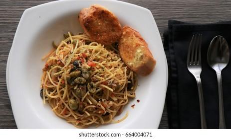 Spaghetti Aglio e Olio Top View