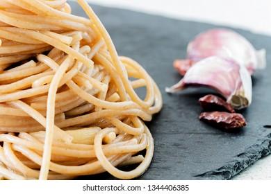 """Spaghetti """"aglio, olio e peperoncino"""" close up."""