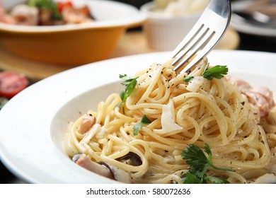 Spaghetti alla Carbonara on table