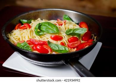 Spaghetti basil and tomato