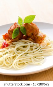 spaghetti bolognese with meat balls