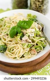 Spaghetti with broccoli, bacon and mascarpone sauce