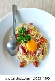 Spaghetti carbonara inside dish