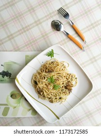 Spaghetti cooked with olive oil and mushrooms