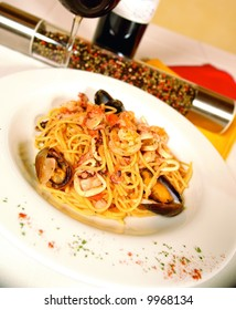 Spaghetti with jumbo shrimp and mussels