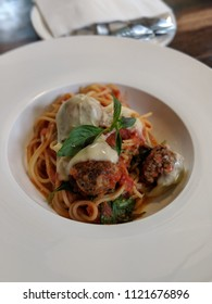 Spaghetti & Meatball with tomato sauce