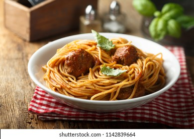 Spaghetti with meatballs and basil