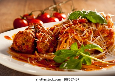 spaghetti with meatballs with dried tomatoes