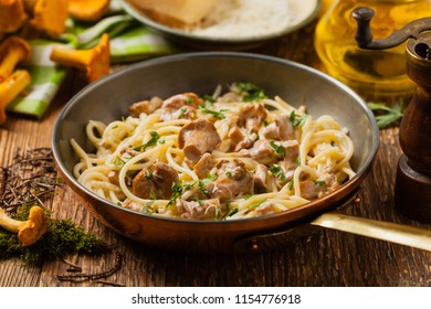 Spaghetti with mushroom chanterelles. Front view.