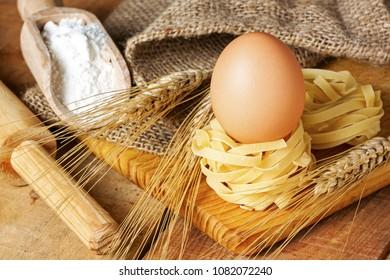 Spaghetti nest and eggs - food