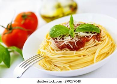 Spaghetti, pasta, dish.