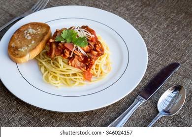 Spaghetti pasta with garlic bread toast.