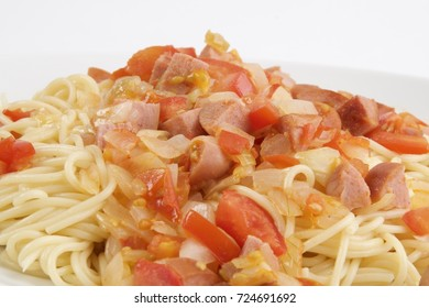 Spaghetti with sausage, tomatoes and onions