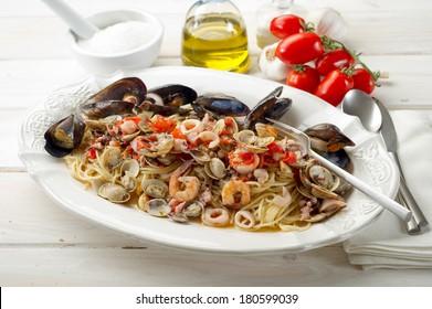 spaghetti with sea fruits