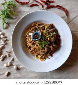 Spaghetti Thai food pad gra poa