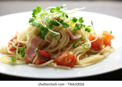 Spaghetti with tomato and bacon