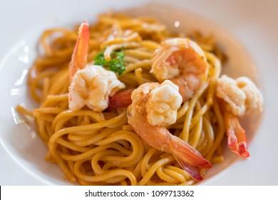 Spaghetti tomato sauce with shrimp on plate
