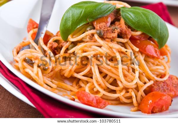 spaghetti-tuna-cherry-tomatoes-capers-60