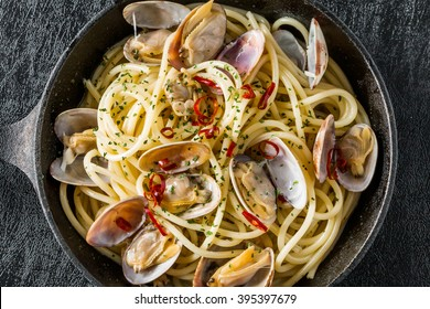 Spaghetti vongole short-necked clam