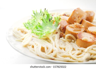 Spahgetti carbonara with sausage