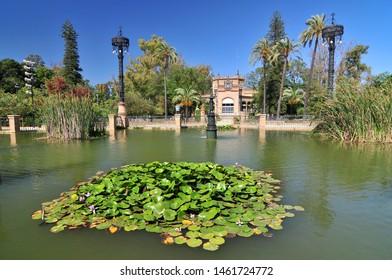 Spain, Andalusia, Seville, Parque de Maria Luisa, Plaza America.