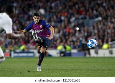 Spain, Barcelona, october 24 2018: Suarez Luis shots a free kick close to fc Inter penalty area during football match FC BARCELONA vs FC INTER, Champions League 2018/2019, Camp Nou stadium