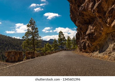 Spain, The Canary Islands, Gran Canaria, serpentin road in the mountains