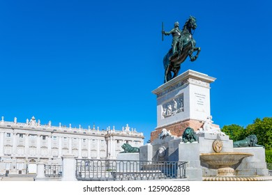 Spain, Madrid, the equestrian statue of Philip IV in Plaza De Oriente with the Royal Palace in the background