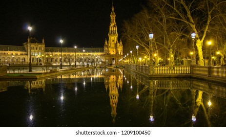 Spain Square (Plaza de Espana), Seville, Spain, built on 1928, it is one example of the Regionalism Architecture mixing Renaissance and Moorish styles Espana Andalusia Sevilla