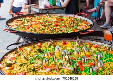 Spanish Cuisine Paella : Cooking on the street