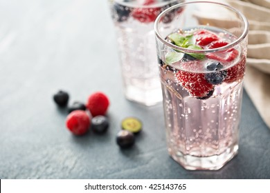 Sparkling water with mint, raspberries and blueberries