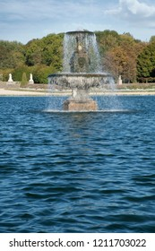 Sparkling water-fountain in Paris's Fontainbleau lake