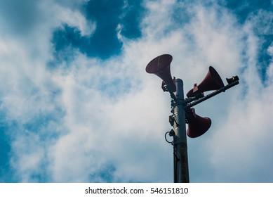Speaker pole