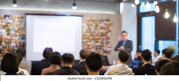 Speaker Presenting Presentation to Audience. Defocused Blurred Conference Executive Presenter Giving Speech to Audience. Business Meeting for Professionals. Technology Lecturer Educating Entrepreneurs