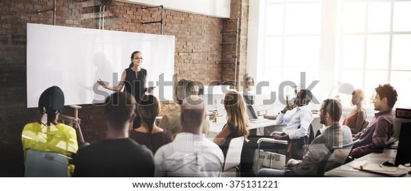 Concepto de reunión de negocios corporativa del Seminario de ponentes