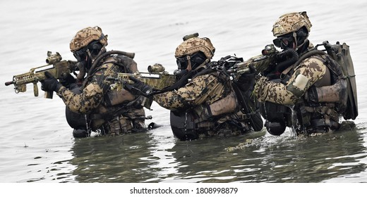 Special commandos in the lake