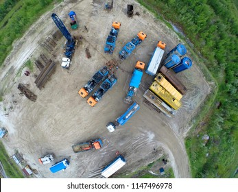 Special equipment fhydraulic seam fracturing at oil mining place