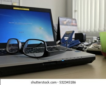spectacle on the laptop