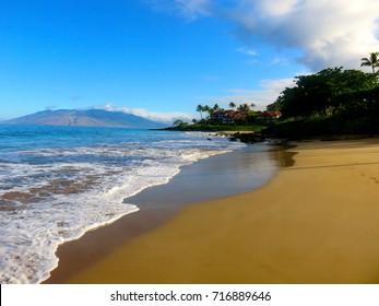 Spectacular Beach and Ocean Wailea Resort Area with West Maui Mountains  - Polo Beach Park, Wailea, Maui, Hawaii