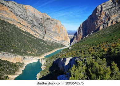 Spectacular cliff with a wooden walkway to be able to go down to a turquoise river. Montrebei Catalonia