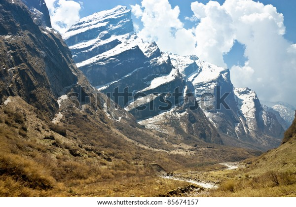 spectacular valley leading to Annapurna circus