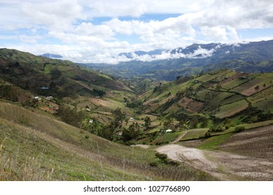A spectacular view of the Ecuadorian Andes hiking the Quilotoa Loop