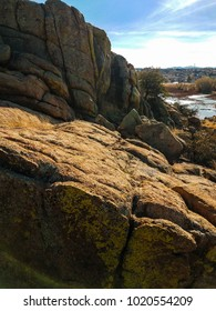 Spectacularboulders and cliffs comprise the Willow Lake area of the Granite Dells in Prescott, Arizona.
