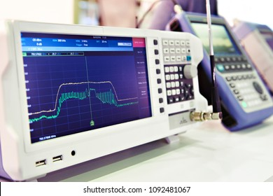 Spectrum analyzer in the laboratory